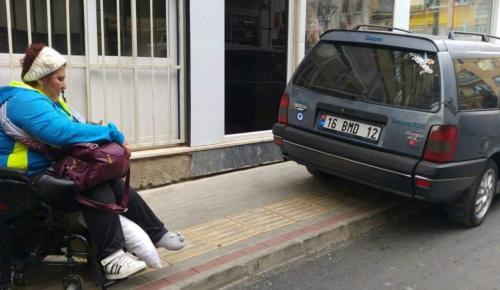 Engelli yolu ve kaldırıma park edenlere ceza yağdı…